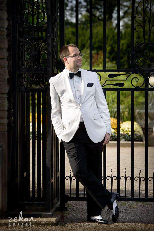 groom by gate