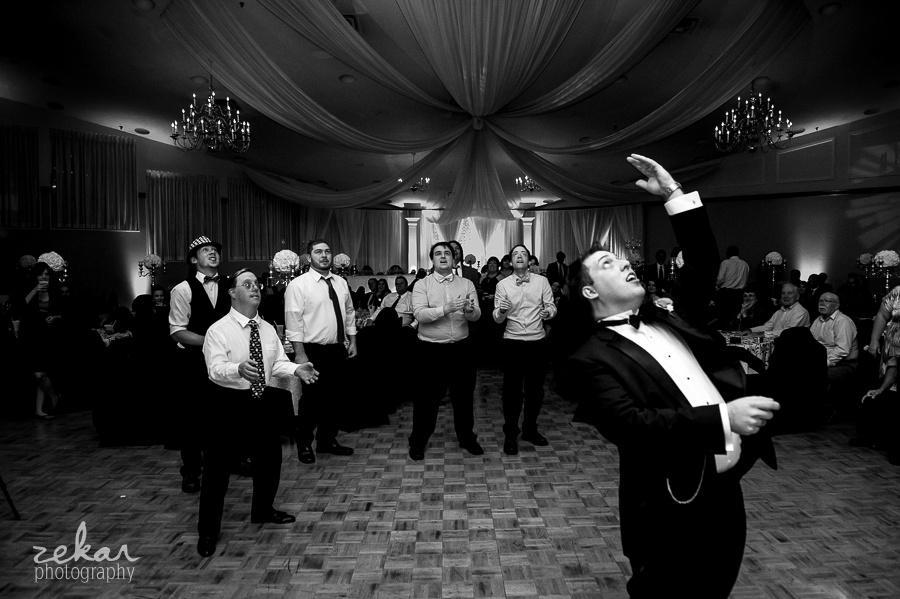 groom tosses garter