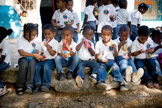 dominican school children