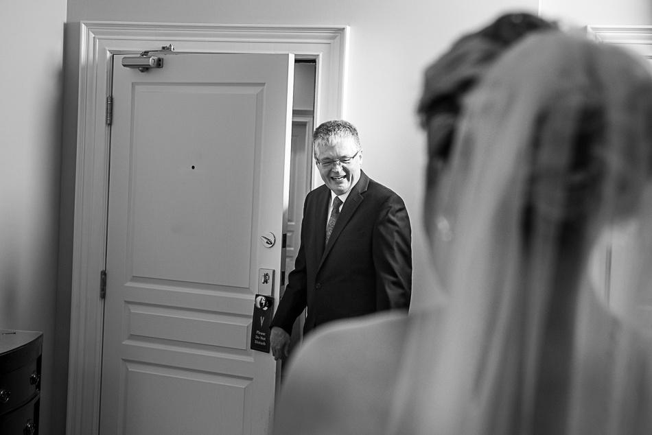dad reveal bride
