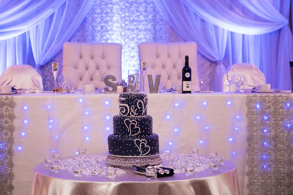navy blue and white wedding decor