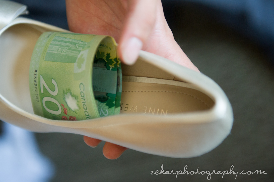 money in brides shoes Armenian tradition