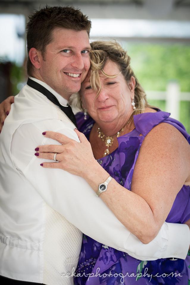 groom and mom dance