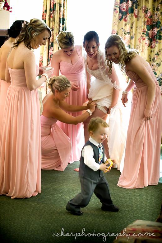 bride getting garter on