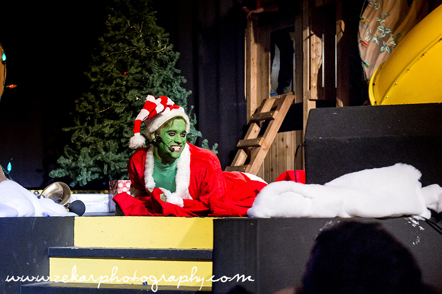 picture of kids christmas party play