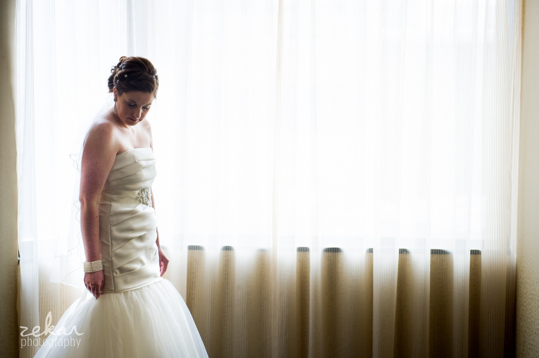 bride waiting for groom first reveal