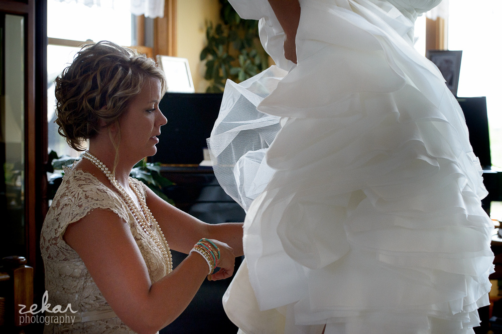 maid of honour doing dress up